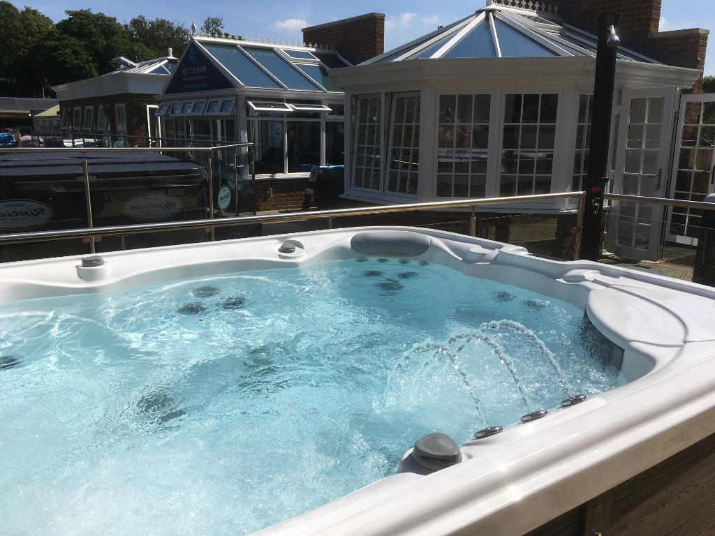 farnham hot tubs & spas showroom